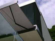 Épülethez illő anyaghasználat az árnyékoló rendszereknél is.