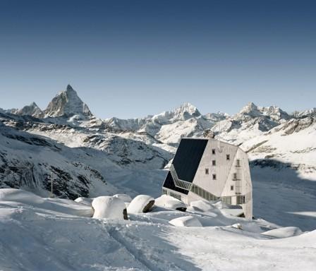 Önfenntartó menedékház 2800 m magasan